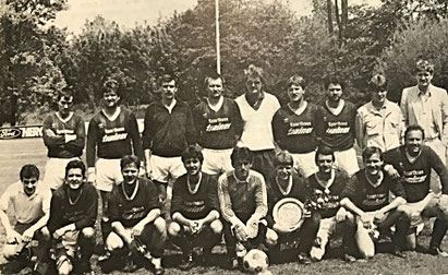 2. Mannschaft Meister 1986/87 | (stehend) Becker, T. Arend, Schneider, Schreck, A. Redel jun., Schmidt, Wittling, Usner, Michel | (kniend) Fischer, F. Arend, Redel, Kiefer, Müller, Omlor, Betz, Hermann, H. Fickinger