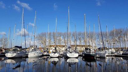 voilier amarrés au port