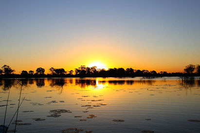 Sonnenuntergang in Botswana und Namibia