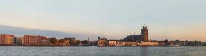 Skyline Dordrecht in het laatste avondlicht