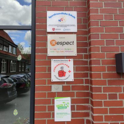 Die Grundschule Lange Straße in GAnderkesee war die erste Schule mit dem neuen !Respect-Schild.