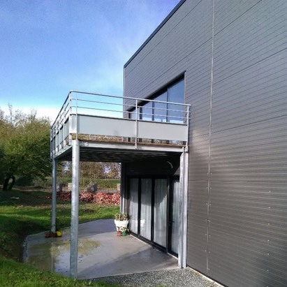 Terrasse d'un squash rajoutée par ACMB Charpente metallique construction Brioux 79