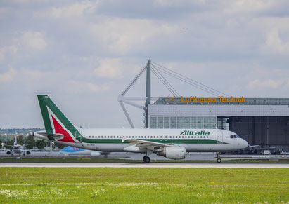 Alitalia EI-IKB Airbus A320-214