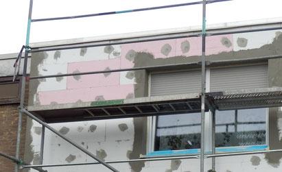 Perimeterplatten im Obergeschoss mitten in die Fläche eingebaut.
