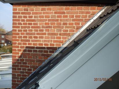 Ziegelmauerwerk mit schadhaften Fugen und dadurch entstehenden Schäden wie Schimmel usw.