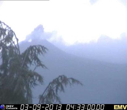 La prima emissione di cenere il 3 settembre 2013. Webcam Milo dell'INGV-OE