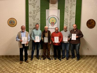 Ehrungen für langjährige Mitgliedschaften - Hans Allgeyer, Rolf Jost, Rald Link und Martin Haug für 40 Jahre, Uwe Schneider für 20 Jahre sowie Dieter Weber für 15 Jahre