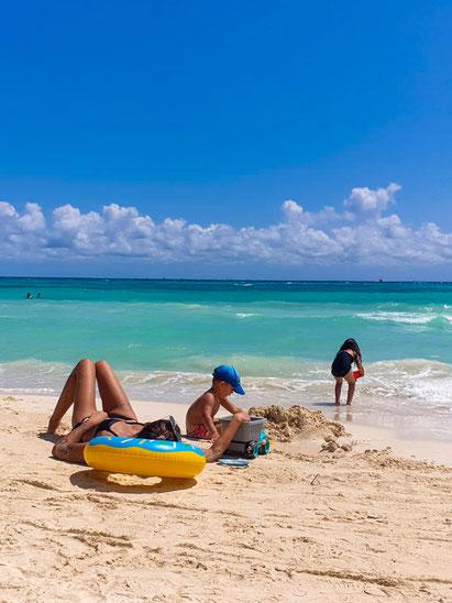 Einfach nur relaxen, ein Beach-Day in Playa del Carmen, Mexiko (Foto: Katha Dos Santos)