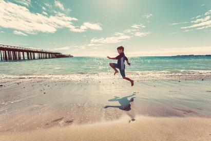 子供 ジャンプ 跳ぶ スポーツ