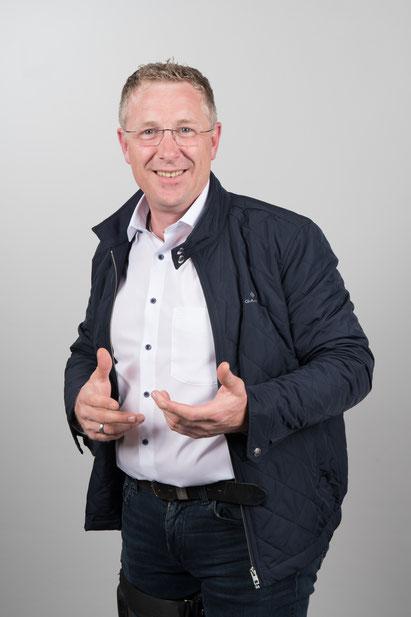 Fliesen-, Platten- und Mosaiklegermeister  Ralph Werthebach,  Betriebswirt des Handwerks Asbest TSG516 Freier Sachverständiger EuroFen Fachkraft Schimmelpilz Fachkraft Arbeitssicherheit