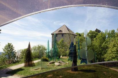 Teaser Glasstraße Attraktionen: Gläserne Wald bei Regen
