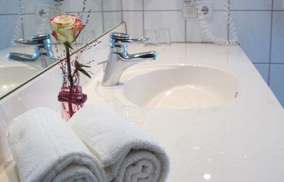 Badezimmer im Doppelzimmer Rehberg, Landgasthof Kleiner