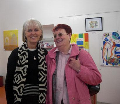 Susanne mit Malkursteilnehmerin Margarete