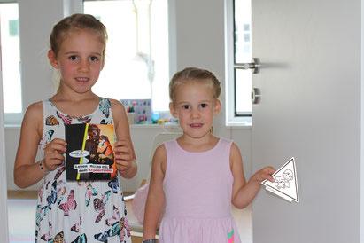 Clara und Catharina mit dem neuen Kinderfinder