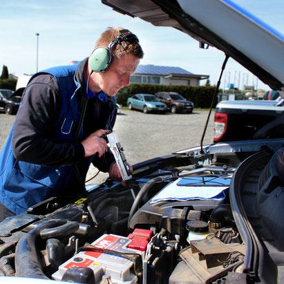 Ermitteln des tatsächlichen Verschleiß des Motors mittels Tacho-Spion an einem Fahrzeug