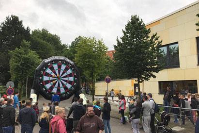 Fußballdart beim Straßenfest in der Dringsheide