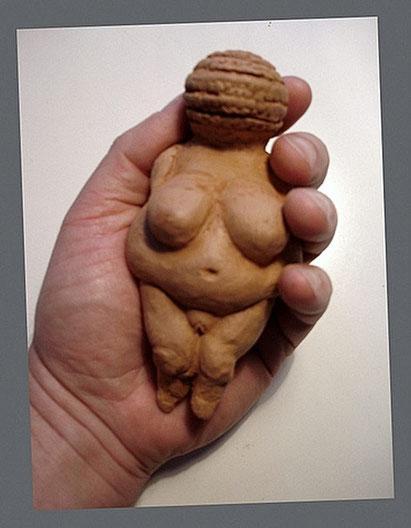 Venus de Willendorf,  modelado en arcilla