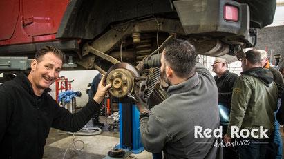 Arbeiten an der Bremse beim Jeep Wrangler Workshop