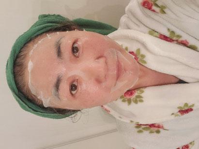 皆様すみませ~ん!!お見苦しいとは思いますが、CBD入りのシートマスクパックを試してみました。