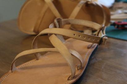 sandale en cuir à la grecque, artisanale