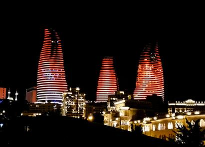 Flame Towers Baku beleuchtet