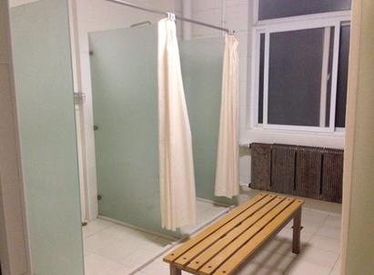 中国大連 遼寧師範大学学生寮 6号楼 共同シャワー室