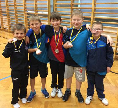 Marek Kolodziejczyk, Nico Sefcik, Tobias Mach, Klaus Mörwald und Jakob Wilder mit ihren Medaillen nach der U11-Siegerehrung in Langenlois.