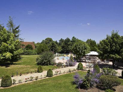 hebergement-touraine-chateaux-vallée-loire-hotel-ibis-proche-Tours-piscine