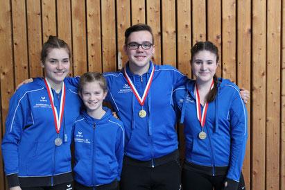 v. Links: Fiona Messer, Lara Abram, Nico Rödiger, Laura Herbert