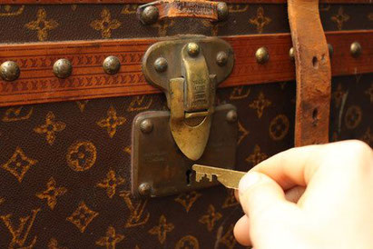 picking a tamper-proof lock Louis Vuitton trunk