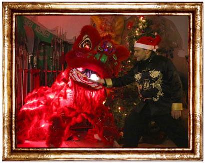 Weihnachstsfeier in der Jing Wu Köln mit Löwentanz, Dekoration , Kung Fu Vorführung ...