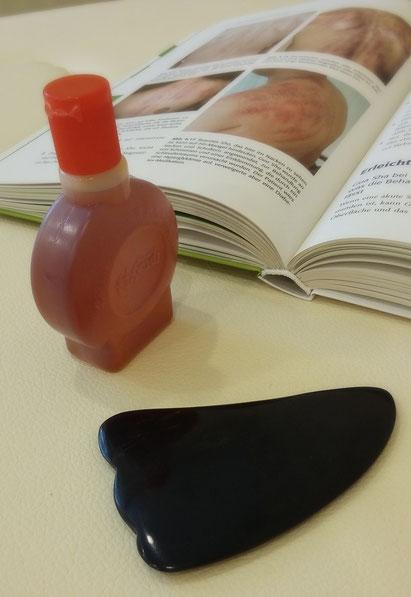 Büffelhornscheibe und Öl zur Gua sha Behandlung bei Erkältung, Fieber, Herz- / Kreislaufproblemen