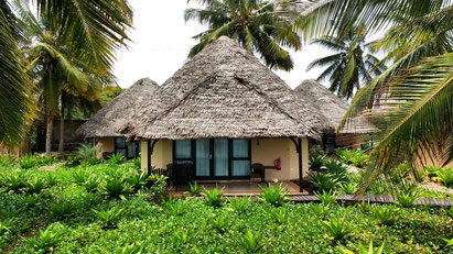 Beach huts and cottages are dotted all along the Pemba/Vilankulo coastline. Dante Harker