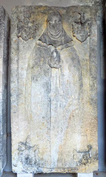 Grabmal Elisabeth von Grensing mit Schleier Denkmalhalle Freital-Döhlen. Bild: Susann Wuschko