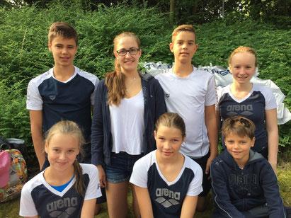 von links: Bjarne Van Oord, Lea Möllenhecker, Phil Möller, Meike Wetzler, Laura Boll, Hanna Wagner und Emiel Van Ooord schwammen in Wetzlar