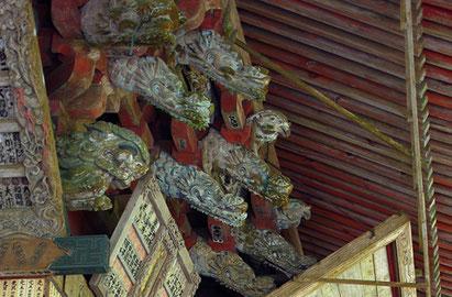 出流山満願寺本堂(大御堂)の獅子や獏の彫刻