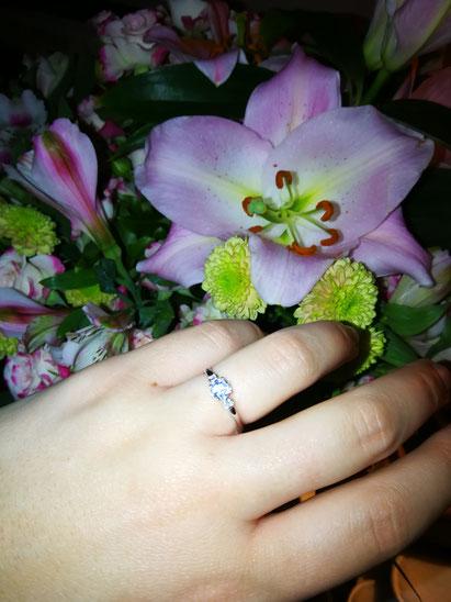 Heiratsantrag für eine Homoehe zwischen lesbischen Frauen.