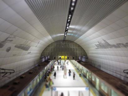 元町中華街駅のホームに下りるエスカレーターからの眺めが良いのです。