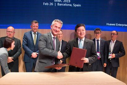 OB Baranowski bei Vertragsunterzeichnung mit Huawei