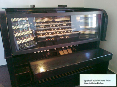 Der alte Spieltisch der Orgel wurde ersetzt und steht heute im Museum - Foto : gelsenkirchener Geschichten