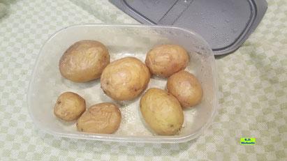 In der Mikrowelle - ohne Wasser - gekochte Kartoffeln für selbstgemachte, schnelle Kartoffel-Gnocchi aus Dinkel-Dreams 3 von K.D. Michaelis
