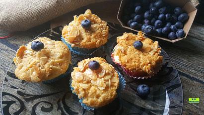Rezeptvorschau auf ein Dinkel-Backrezept aus Dinkel-Dreams 3 von K.D. Michaelis: Bienenstich-Muffins mit Vanille-Buttercreme