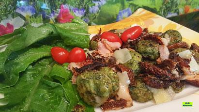 Rezeptvorschau auf ein Kochrezept aus Dinkel-Dreams 3 von K.D. Michaelis: Selbstgemachte Basilikum-Gnocchi mit sonnengetrockneten Tomaten