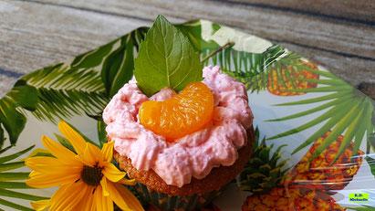 Rezeptvorschau auf ein Backrezept aus Dinkel-Dreams 3 für selbstgebackene Mandarin-Orangen-Cupcakes mit Himbeer-Mascarpone-Creme von K.D. Michaelis