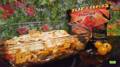Rezeptvorschau auf ein Kochrezept aus Dinkel-Dreams 3 für glutenfreien selbstgemachten Kartoffel-Gnocchi-Auflauf mit Salsiccia und Tortilla-Chips-Käse-Kruste