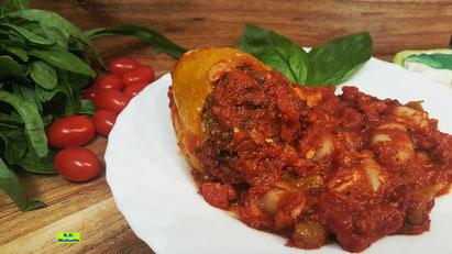Rezeptvorschau auf Kochrezept aus Dinkel-Dreams 3 von K.D. Michaelis für selbstgekochte Kartoffel-Gnocchi mit gefüllter Paprikaschote und würziger Tomaten-Gemüse-Sauce