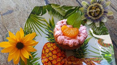 Rezeptvorschau auf ein Backrezept aus Dinkel-Dreams 3 für selbstgebackene Mandarin-Orangen-Cupcakes mit Himbeer-Kuss von K.D. Michaelis