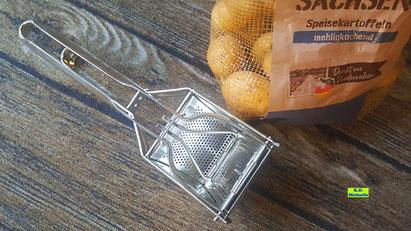 Kartoffelpresse / Kartoffelquetsche / Gemüsepresse aus Metall für die Zubereitung von selbstgemachten Kartoffel-Gnocchi und Fingernudeln von K.D. Michaelis