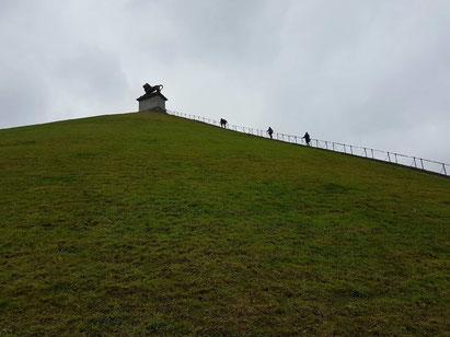 La Butte du Lion, pour une vue panoramique à 360° sur le site de la bataille de Waterloo. Waterloo était en 1815 un hameau de Braine-l'Alleud.