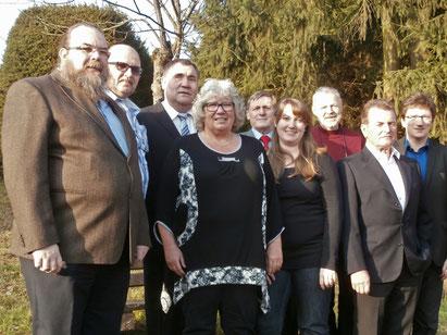 von links: Frank Razgon, Andreas Diny, Adrian Schmitz, Margot Müller, Hans-Georg Götze, Susanne Berg, Manfred Braun, Günter Zentgraf, Prof. Jörg Loth (Foto: Herzensengel)